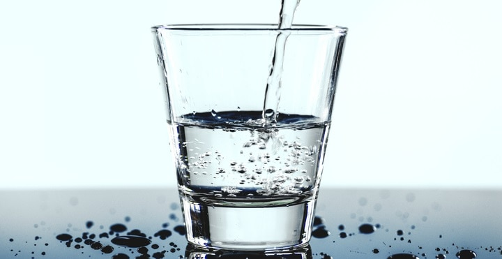 Can drinking too much water cause abdominal pain