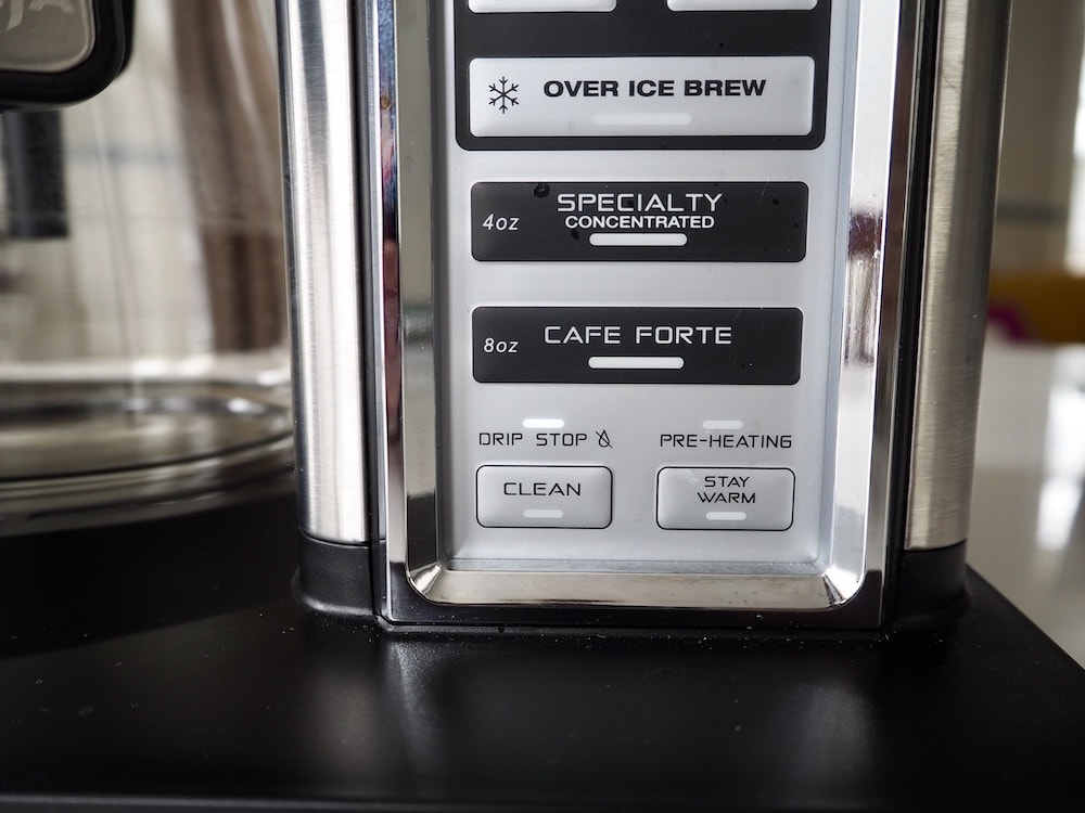 Coffee maker with over ice option