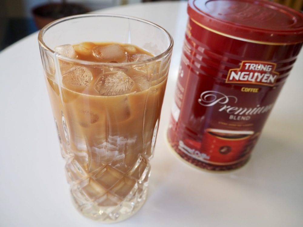 قهوه سرد ویتنامی به هم خورد