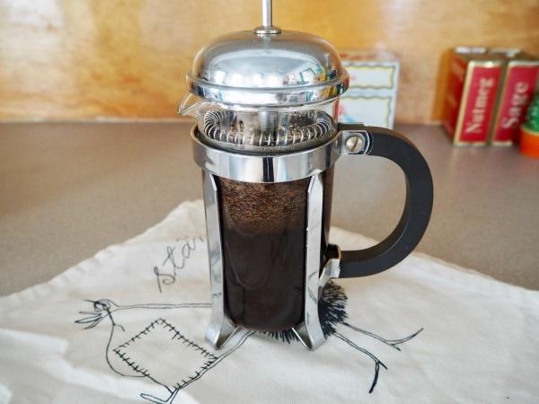 Letting espresso brew