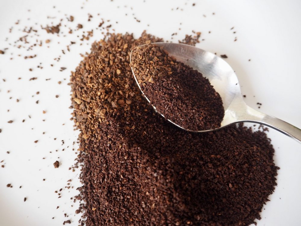 Chicory granules and ground coffee