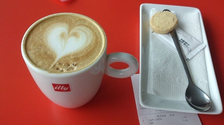 ILLY coffee latte