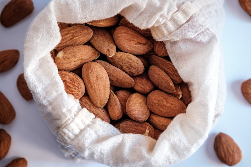 almonds for thai coffee