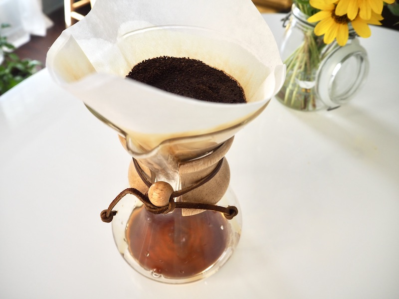 Chemex coffee maker brewing