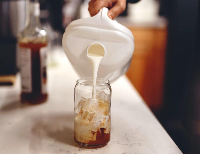 making an iced caramel latte