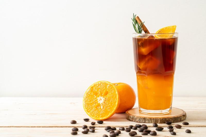 نوشیدنی قهوه و آب پرتقال