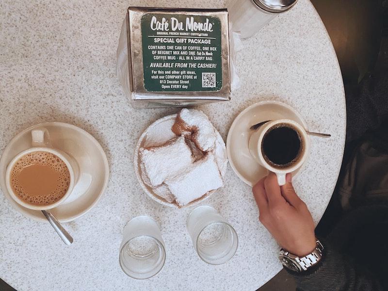 کافه Du Monde در نیواورلئان ، یک کافه با دونات