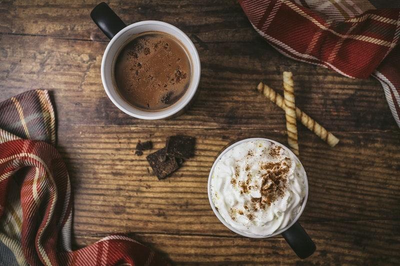 شکلات داغ با خامه فرم گرفته