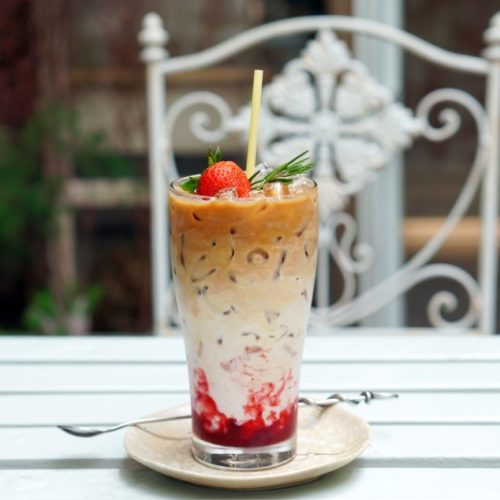 iced strawberry latte