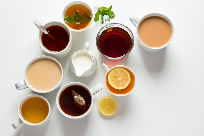 tea with coffee creamer and lemons