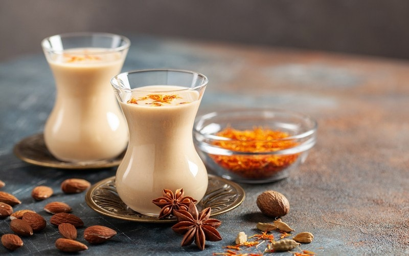 saffron coffee with almonds and spices