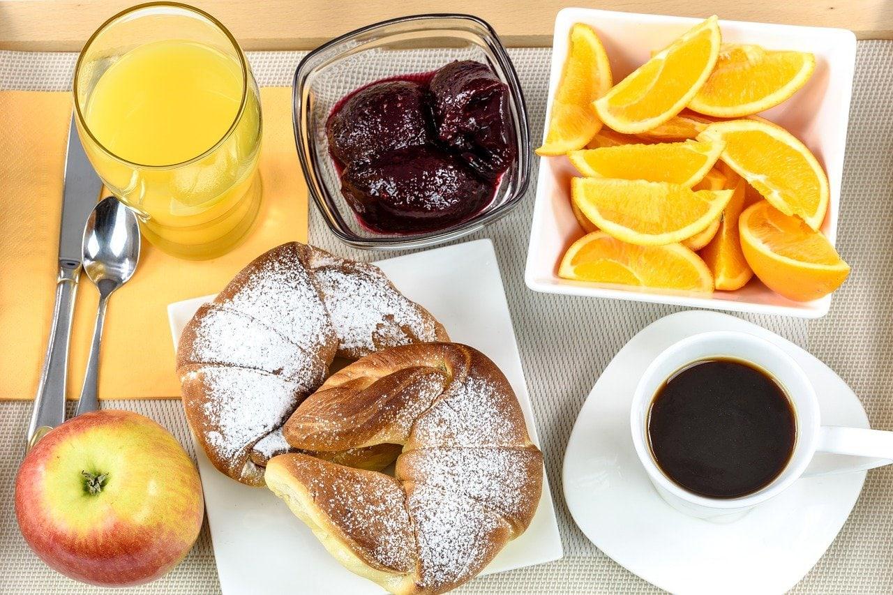 صبحانه با قهوه