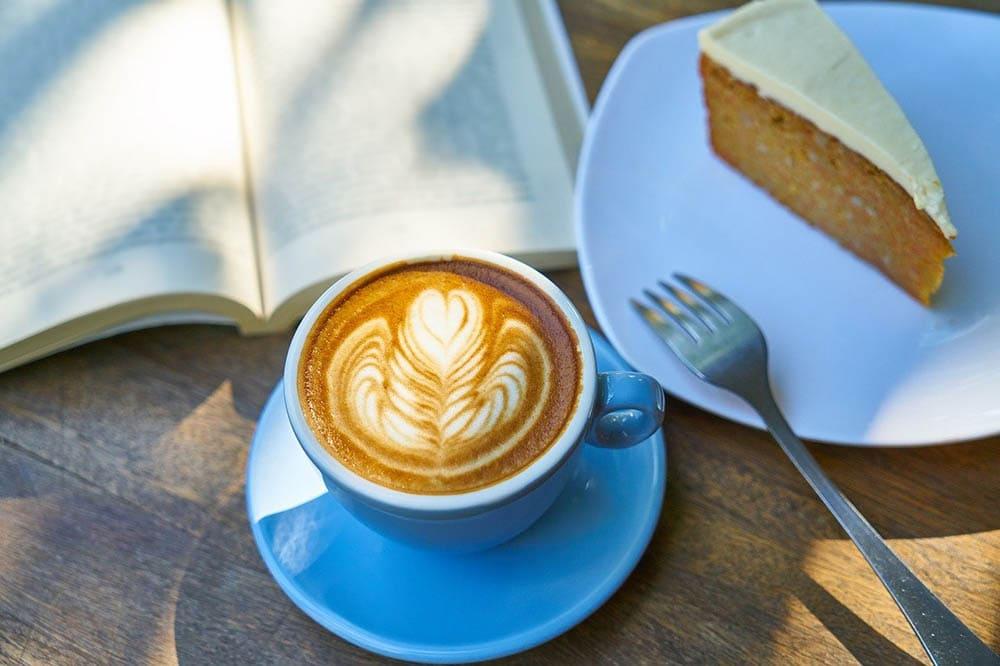 قهوه و یک تکه کیک