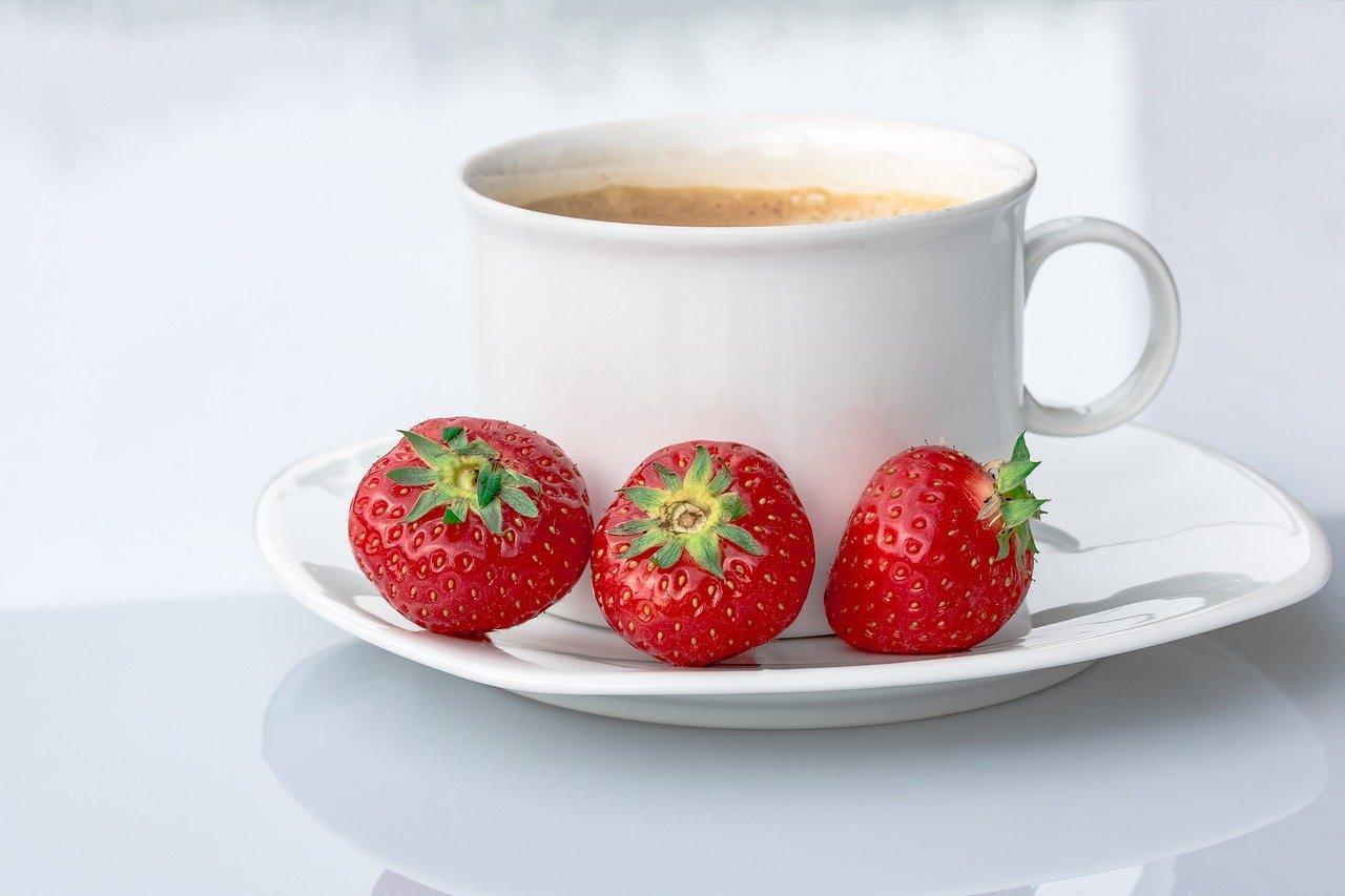 توت فرنگی و قهوه