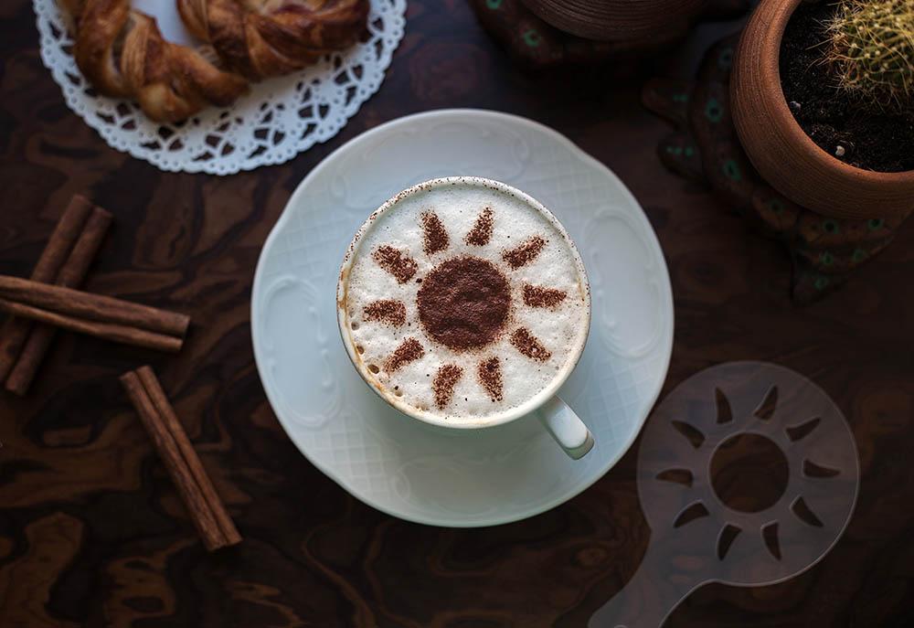 sun latte art using stencil