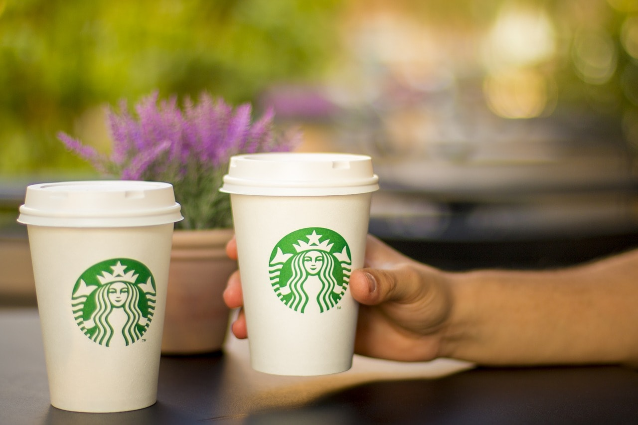 دو فنجان قهوه استارباکس